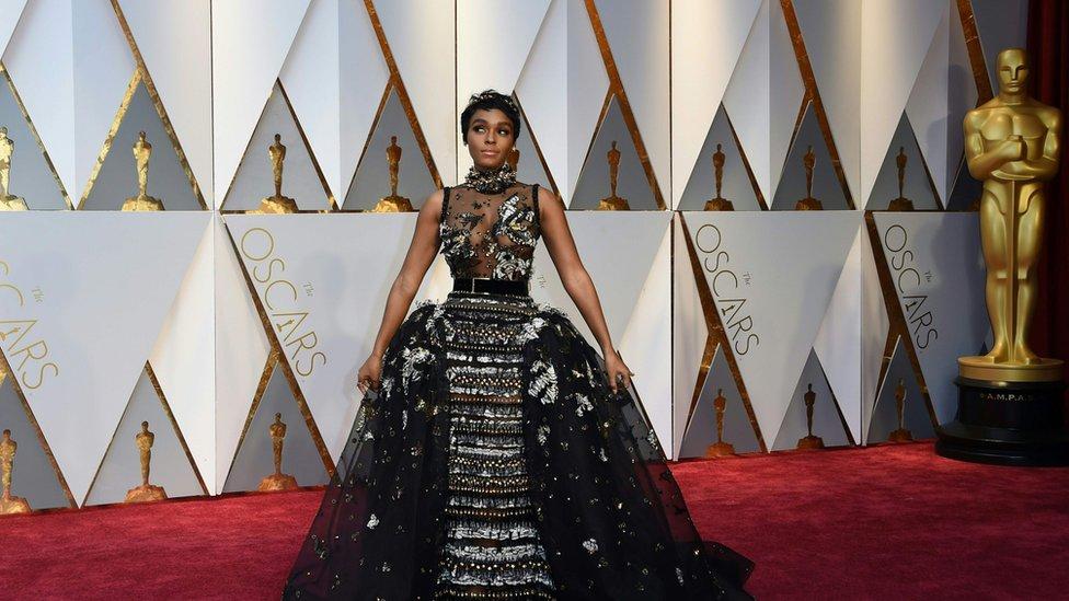 Uno de los vestidos más llamativos de la noche fue el de la cantante y actriz Janelle Monáe.