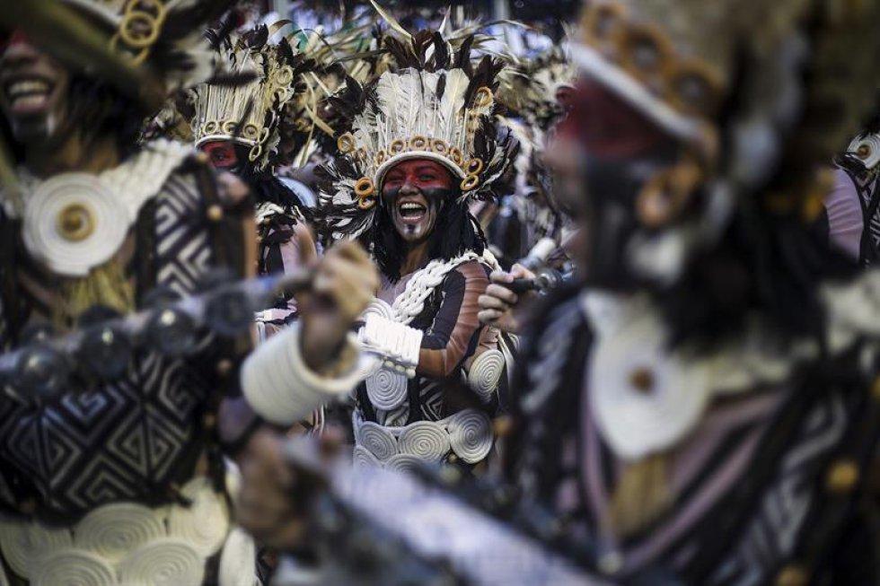 Para la noche del domingo también están previstos los desfiles de Imperatriz Lepoldinense, con una escenificación en la que defenderá la preservación ambiental y cultural de la Amazonía; y Unidos de Vila Isabel, que abordará la influencia de los negros en la música de América Latina y el Caribe.