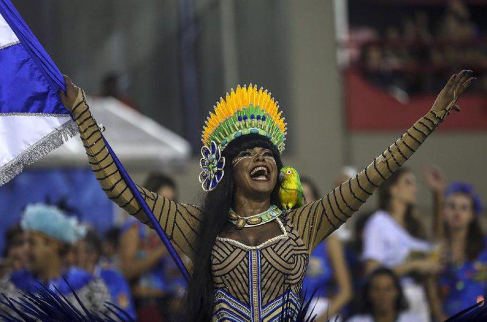 En la noche de este lunes desfilarán las otras seis escuelas que componen el Grupo Especial, la primera división del carnaval de Río, y el miércoles medio centenar de jurados dará su veredicto y anunciará la campeona de 2017.