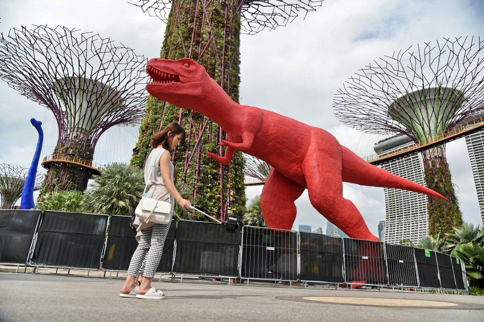 La actividad de Singapur está basada en el comercio, la construcción naval, el refinado de crudo, los productos electrónicos, entre otros.