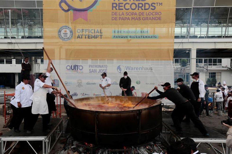 La sopa de locro, un plato tradicional de Ecuador peso cerca de 12760 libras.
