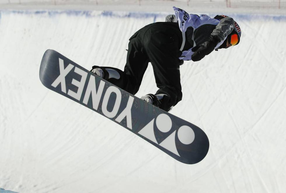 La española Queralt Castellet durante el entrenamiento de Halfpipe hoy en los Campeonatos del Mundo de Snowboard y Freestyle Ski.