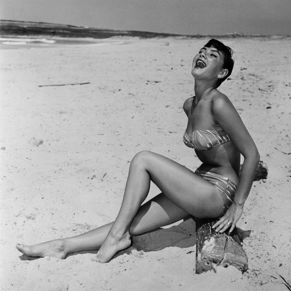 Esta nueva tendencia en bikinis sólo cubre las partes íntimas.