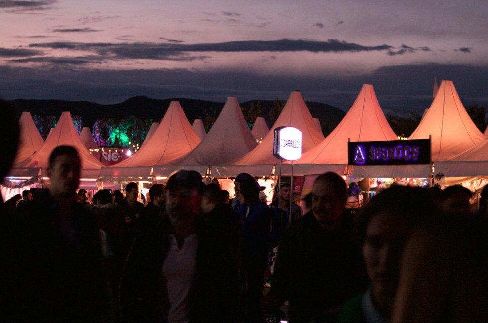 """El Estéreo Picnic no lleva el nombre """"festival"""" solo de adorno, los espacios abiertos, la comida, la recreación y la buena música se mezclan en armonía."""