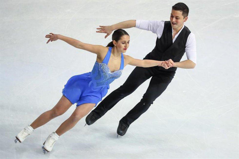 Los patinadores británicos Lilah Fear y Lewis Gibson compiten en el programa corto de danza