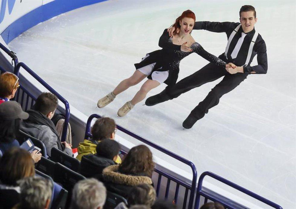 Los patinadores franceses Marie-Jade Lauriault y Romain Le Gac compiten en el programa corto de danza