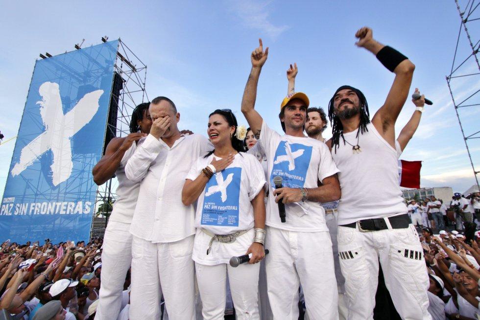 """Participó en el concierto """"Paz Sin Fronteras"""" junto a Juanes, Olga Tanon, X-Alfonso y otros artistas en la Habana, Cuba."""