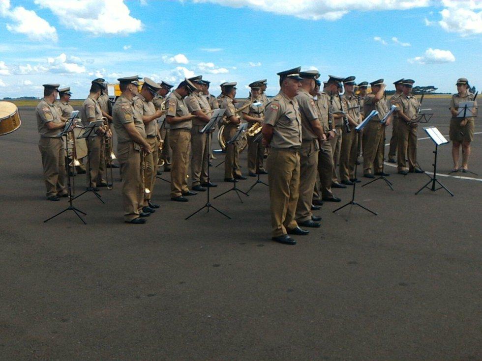 La fuerza pública recibió con honores a la delegación de Nacional.
