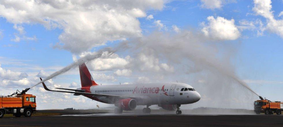 El vuelo de Atlético Nacional fue recibido de esta manera por los bomberos de la ciudad.
