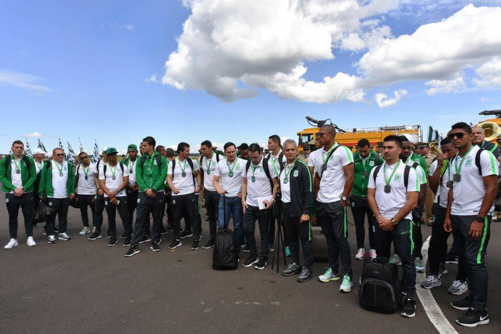 La delegación de Atlético Nacional tras su llegada a Chapecó.