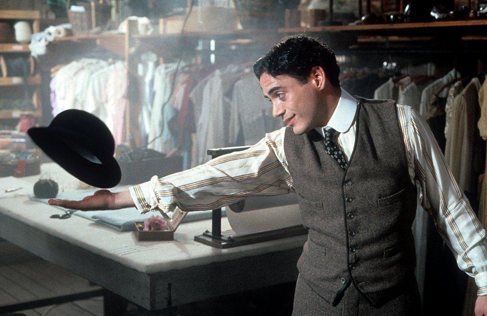Una de las cintas que lo llevó a ganarse un lugar en la industria fue Chaplin(1992), en donde interpretó al emblemático cineasta. Después de finalizar la grabación, se quedó con parte del vestuario que utilizó.