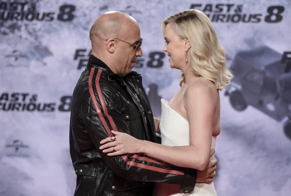 En la nueva película, una mujer misteriosa (Charlize Theron) seduce a Dominic Toretto (Vin Diesel) para que regrese al mundo de la delincuencia.