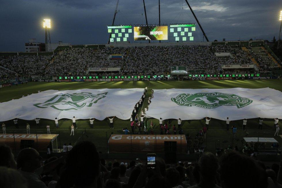 Chapecoense Atlético Nacional: El Arena Condá homenajeó a los sobrevivientes de Chapecoense