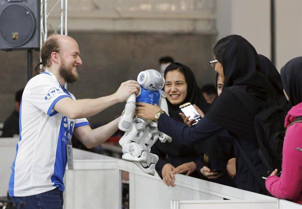 Estudiantes de todo el mundo asisten al concurso en Teherán, Irán.