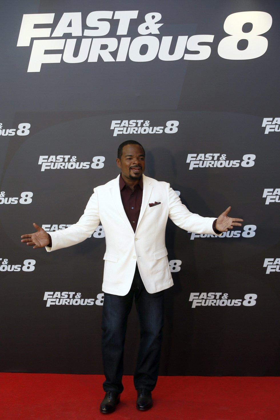 El director Felix Gary Gray posa durante el acto de promoción de la película 'Fast & Furious 8', que dirige y presenta en Madrid, España.