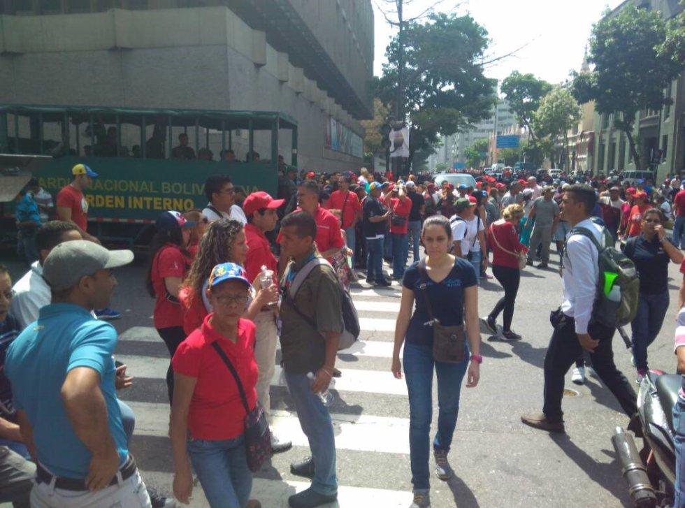Las manifestaciones antigubernamentales que se registraron hoy Venezuela dejaron un saldo de más de 400 detenidos, aseguró a Efe la ONG Foro Penal Venezolano, y al menos 57 personas lesionadas, según indicó el alcalde opositor del municipio caraqueño Chacao, Ramón Muchacho, en las redes sociales.