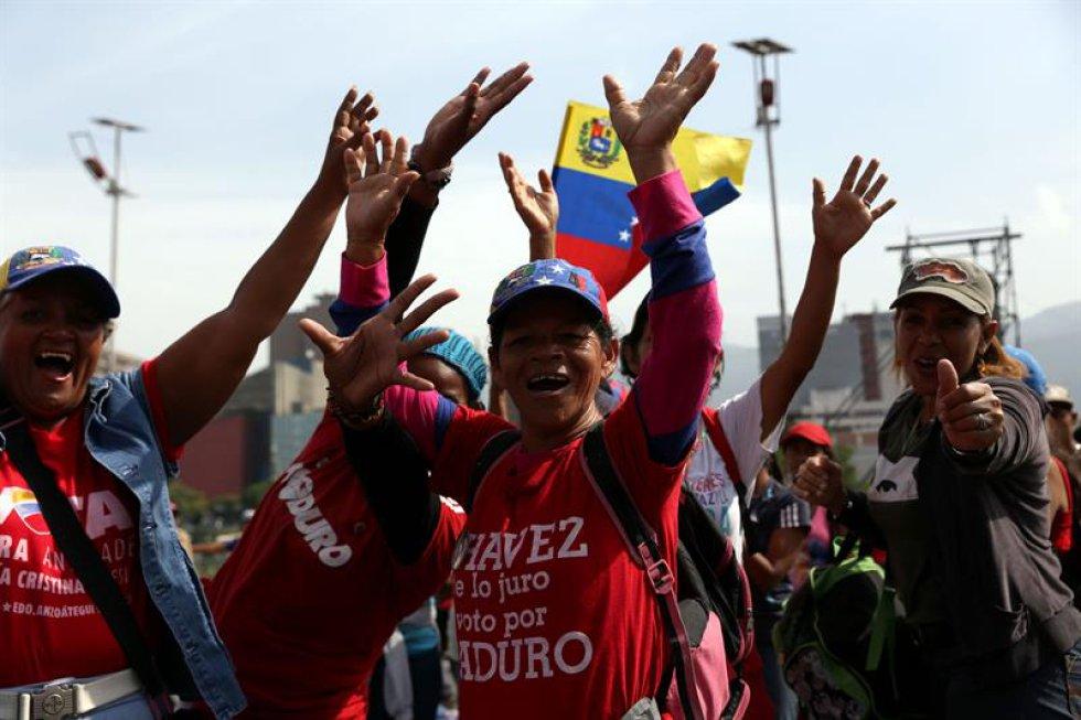 El abogado explicó que 16 de estos arrestos ocurrieron en Caracas, 69 en el estado Anzoátegui, 57 en Bolívar, 40 en Cojedes, 37 en Falcón, 16 en Barinas, 32 en Táchira, 31 en Carabobo y 24 en Portuguesa, al tiempo que subrayó la existencia de más casos en otras entidades.