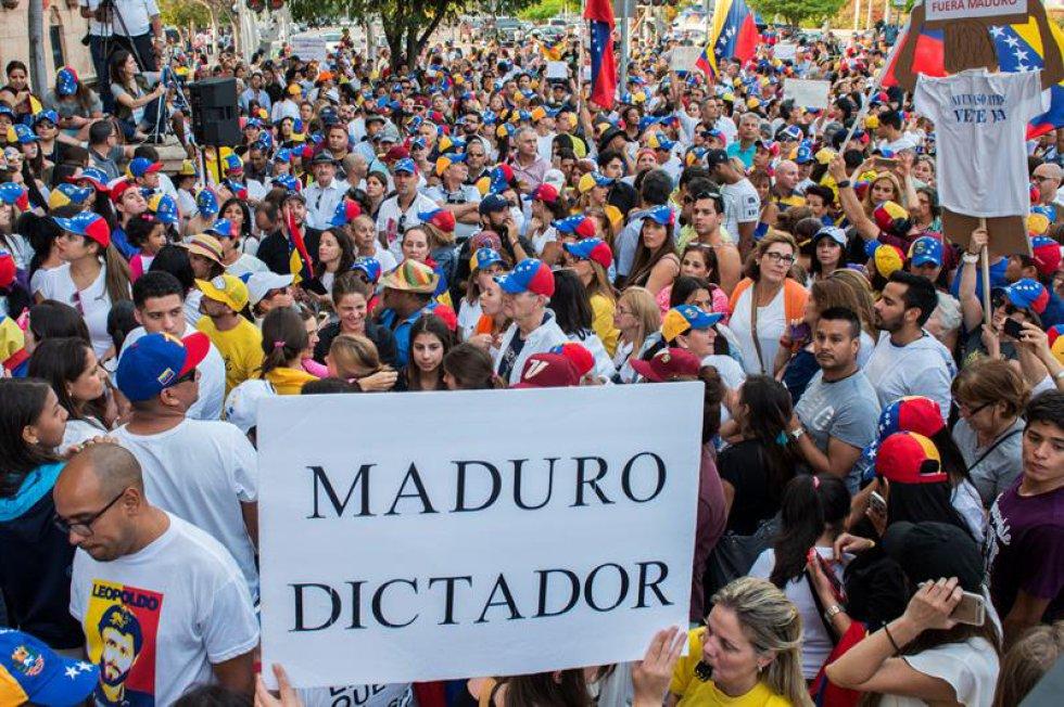 """Por su parte, el alcalde del municipio caraqueño Chacao dijo que los centros hospitalarios de su jurisdicción atendieron a 57 personas """"provenientes de la manifestación"""", que intentó sin éxito llegar hasta la Defensoría del Pueblo en el centro de la capital venezolana."""