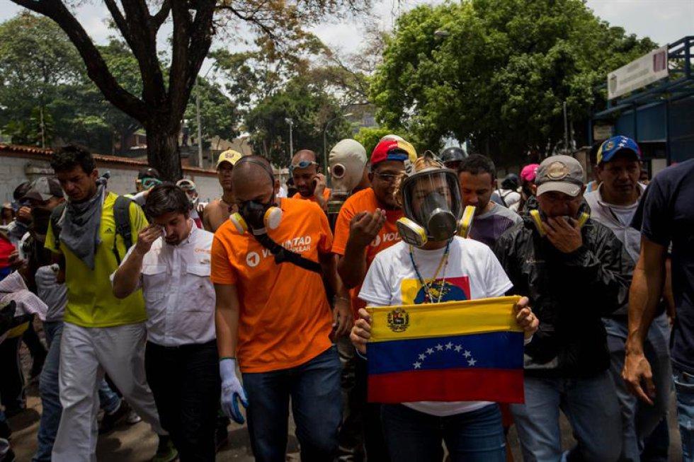 Ambas víctimas murieron a causa de disparos de bala de autores desconocidos y, según información preliminar, no participaban en las manifestaciones.