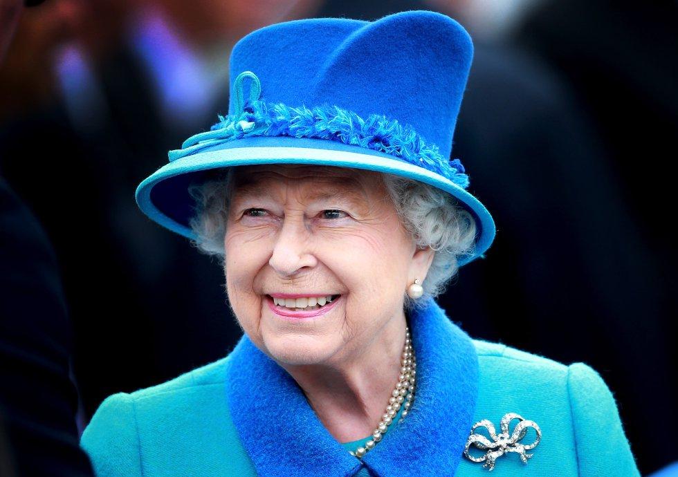 Como dato curioso, durante la Segunda Guerra Mundial, la reina Isabel era guía de niñas en los scouts, recibiendo el mismo trato y entrenamiento que las demás niñas de su edad.