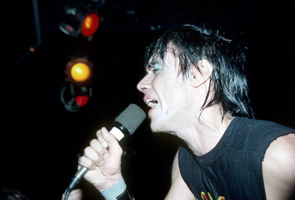 """Canciones como """"Lust For Life"""", """"The Passenger"""" y """"Wild America"""", lo consolidaron como uno de los exponentes más influyentes del punk rock."""