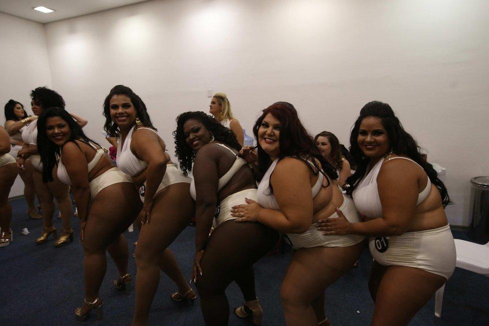 """30 mujeres de entre 19 y 41 años, y alrededor de 100 kilos de peso cada una, desfilaron en una pasarela especial montada en la """"Sexy Fair"""""""