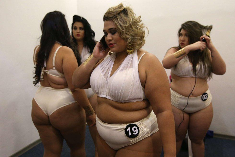 El concurso contó con una coreografía de todas las concursantes y dos desfiles por participante con diferentes vestidos.
