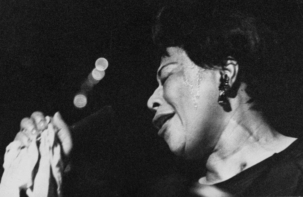 Conocida como Ella Fitzgerald y apodada Lady Ella, la Reina del jazz y la Primera dama de la canción, fue una cantante estadounidense de jazz.