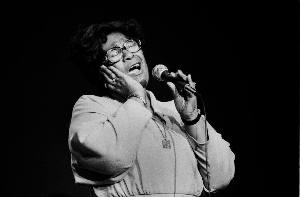 Ganó catorce premios Grammy, incluyendo el Grammy a toda su carrera, y fue galardonada con la Medalla Nacional de las Artes y la Medalla Presidencial de la Libertad de Estados Unidos.