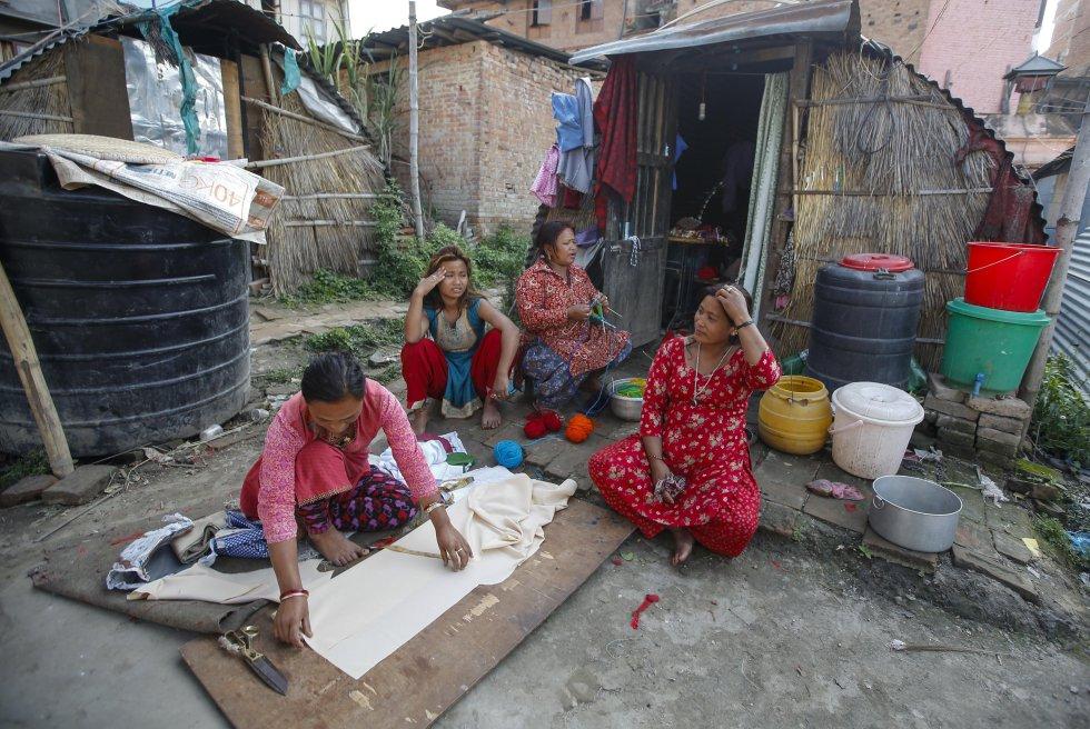 El proceso para recuperar las más de 600.000 viviendas dañadas y 750 construcciones de interés histórico afectadas que dejó el sismo del 25 de abril de 2015 no marcha al ritmo prometido.