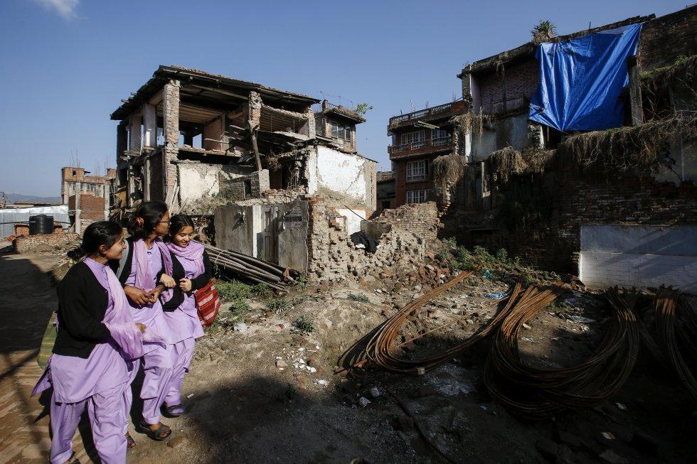 La Autoridad Nacional de Reconstrucción de Nepal (NRA), el organismo encargado de la recuperación de las zonas que sufrieron el sismo y sus réplicas, reconoció ayer que menos del 5 % de las propiedades afectadas ha sido rehabilitado hasta la fecha.