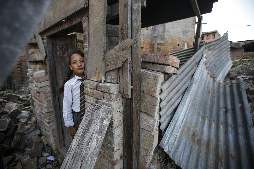 """Amnistía Internacional publicó el informe """"Construyendo en desigualdad"""", en el que pide a las autoridades nepalíes que garanticen el derecho de los afectados por el sismo a acceder a una vivienda, primando a los grupos más desfavorecidos."""