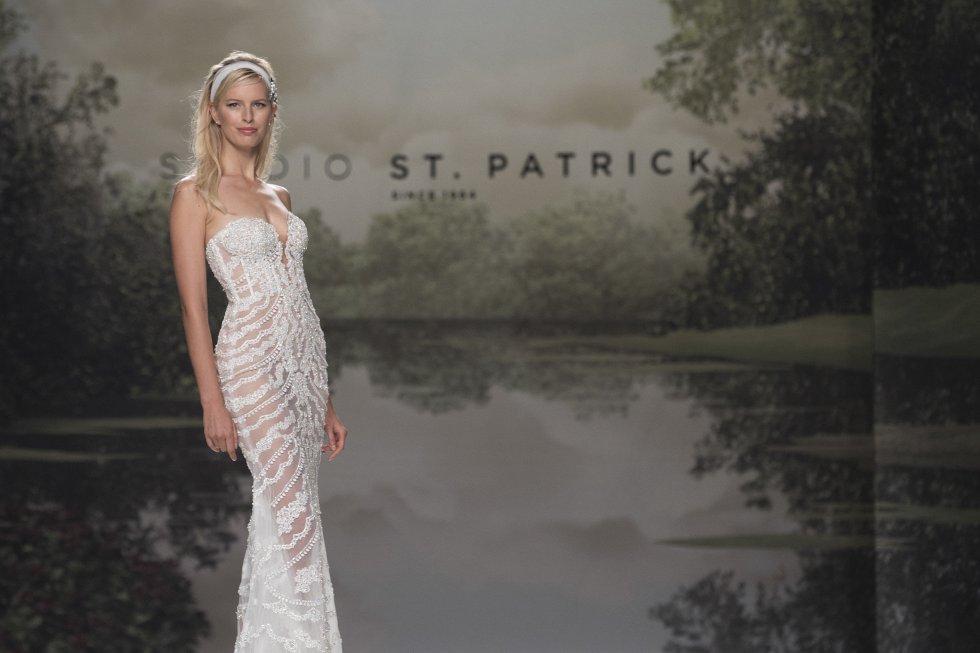 La modelo internacional Karolina Kurkova fue una de las protagonistas del desfile.