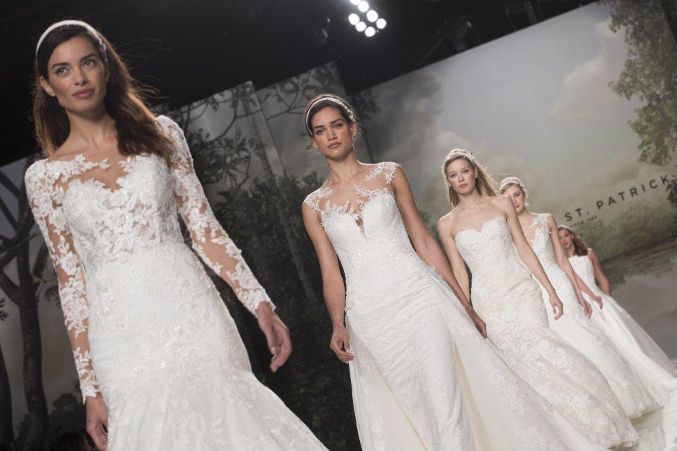Tul, encaje y muchas transparencias son las grandes tendencias protagonistas en los vestidos de esta nueva colección.