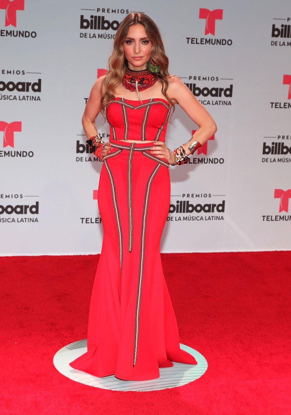 Mirella Cesa cantante ecuatoriana.
