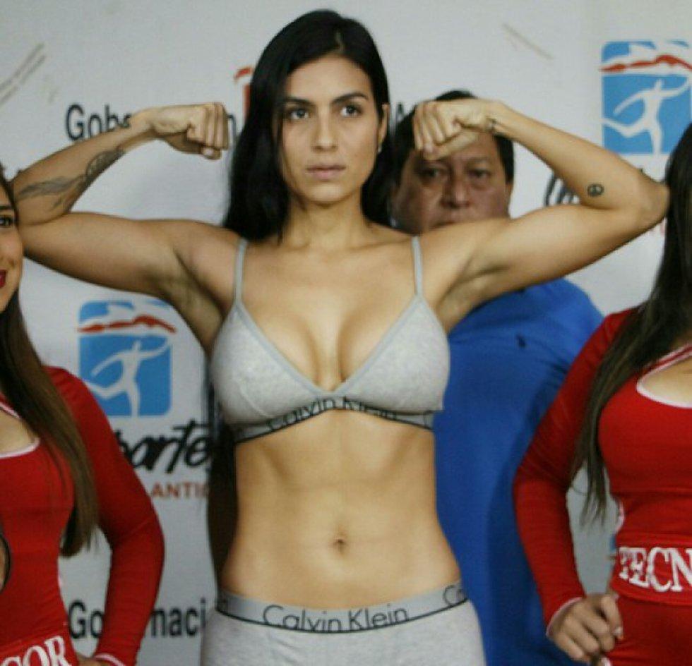 Mónica nació en Vista Hermosa, Meta, ha sido el centro de atención durante estos días, por su esbelta figura y su profesionalismo en el mundo del boxeo.