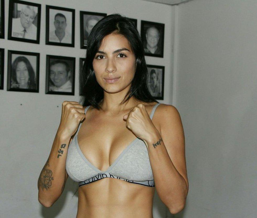Mónica Henao  enfrenta esta noche a la Barranquillera Glenys Cardona en combate a cuatro asaltos.