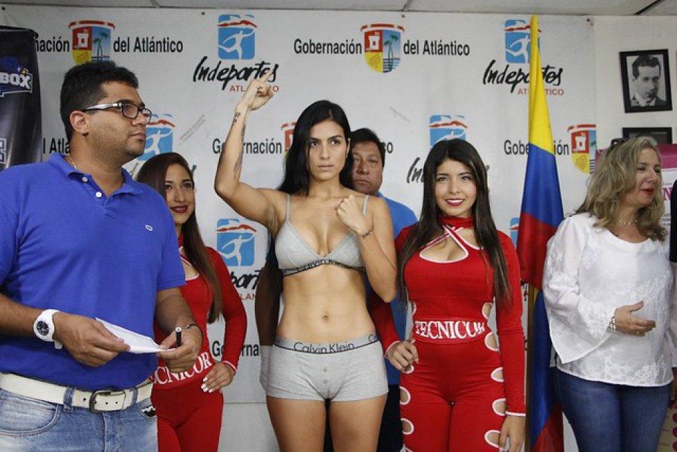 """Su carrera como boxeadora inició en Panamá, así lo ha expresado en entrevista para El Universal """"fue allí donde me dieron el permiso para hacerme profesional. Estoy registrada en la Comiboxp, Comisión de Boxeo Panameña. De allá me ayudan a debutar en Alemania, con la WBA y ellos fueron los que me ayudaron en el debut""""."""