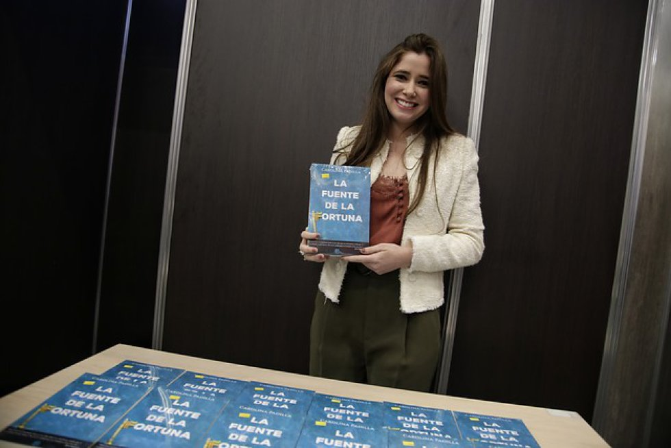 Quien ha dado de qué hablar es la cartagenera Carolina Padilla, que acaba de lanzar su novela 'La fuente de la fortuna'.