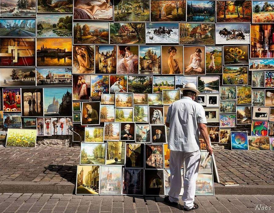 Esta foto de un vendedor de lienzos en las calles de Cracovia, Polonia nos llegó a través de Instagram. La sacó Nats Urdaneta (@natsurdaneta) quien nos la envía desde Barcelona.
