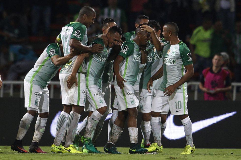 Los jugadores de Nacional celebran la primera anotación de Andrés Ibargüen.