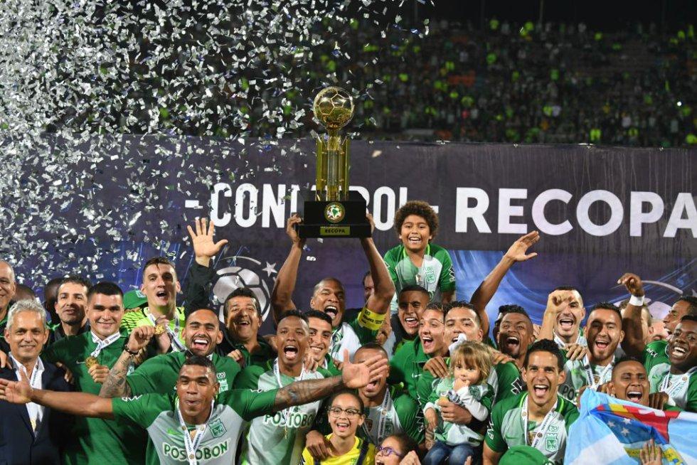 Los jugadores de Nacional festejan el título de la Recopa Sudamericana.