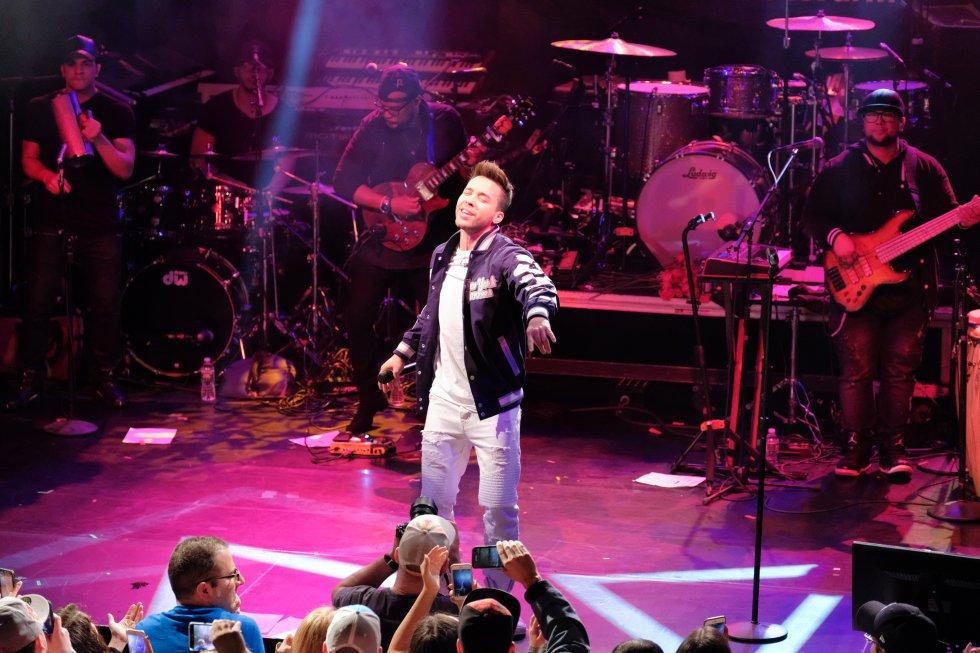 """En 2010 se lanzó su álbum debut """"Prince Royce"""", que alcanzó éxito rápidamente. Asimismo, temas como """"Stand By Me, Corazón sin cara, Darte un Beso"""" y Back It Up"""", con la colaboración de Jennifer López lo consolidaron en la industria musical."""