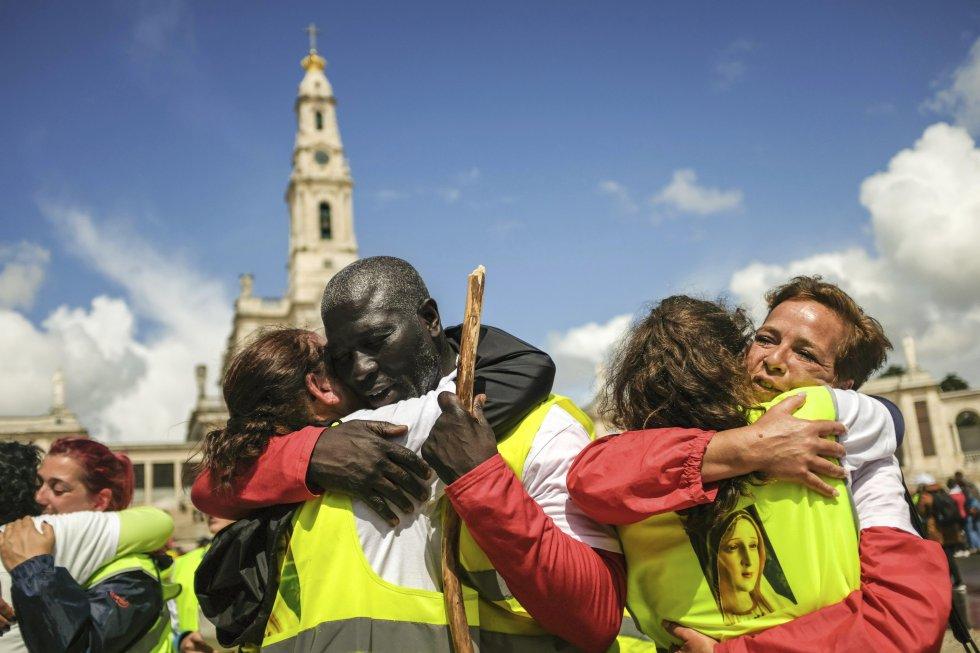 Fátima es lugar de peregrinación de personas de todo el mundo, quienes llegaron allí con ocasión del centenario de la aparición de la Vírgen.