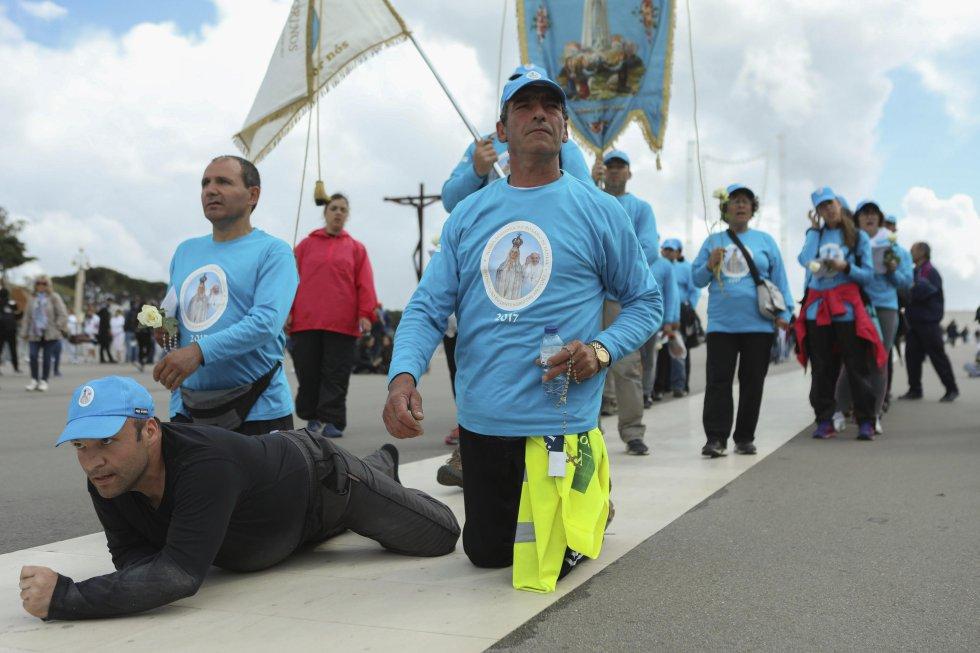 Peregrinos de todo el mundo llegan a Fátima y están a la espera de la llegada del papa Francisco.