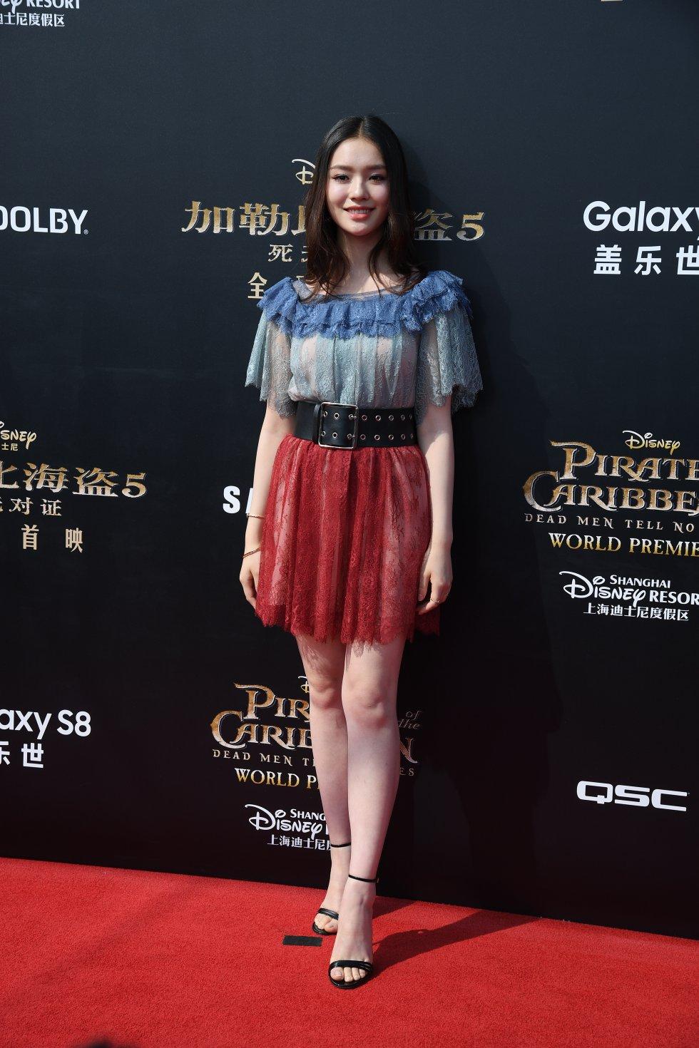 Una de las primeras en llegar a la alfombra roja fue la actriz Lin Yun.