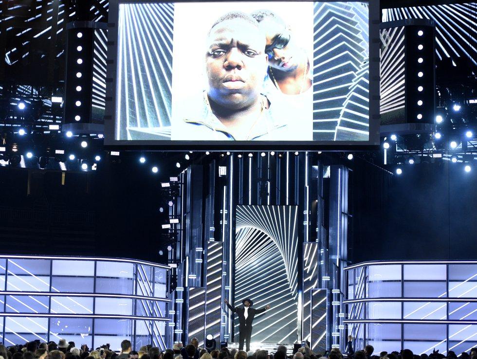 """Sean """"Diddy"""" Combs presenta un homenaje a Notorious B.I.G. en la ceremonia de los Premios Billboard."""