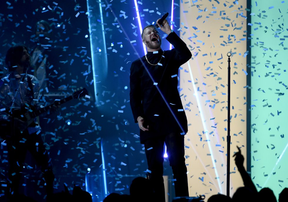 """Dan Reynolds de Imagine Dragons canta """"Believer"""" en la ceremonia de los Premios Billboard de la Música"""