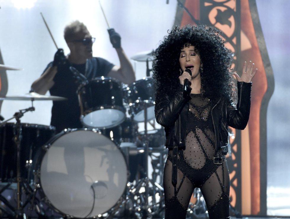 Cher canta en la ceremonia de los Premios Billboard