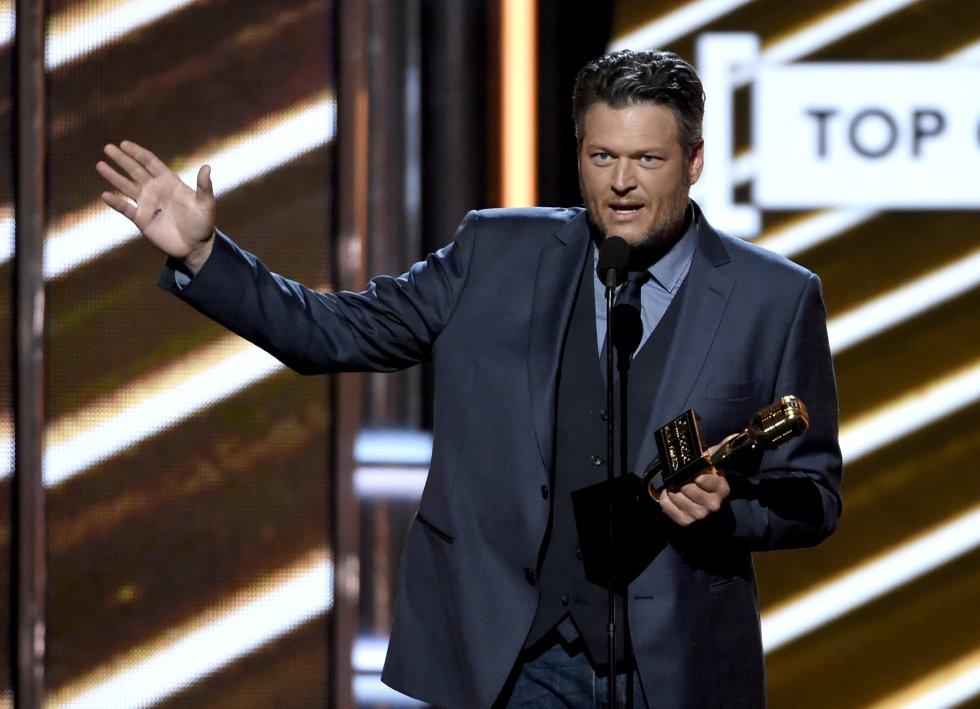 Blake Shelton recibe el Premio Billboard al mejor artista country el domingo 21 de mayo del 2017 en Las Vegas.